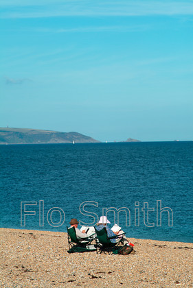 FS0274BeachCouple02 